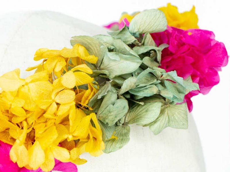 Corona con flores preservadas para boda