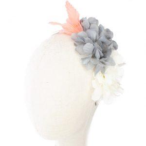 Diadema de flores de tela y plumas