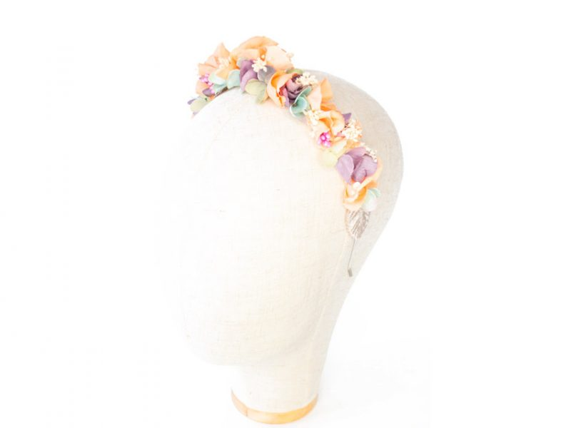 Diadema de flores para invitada boda