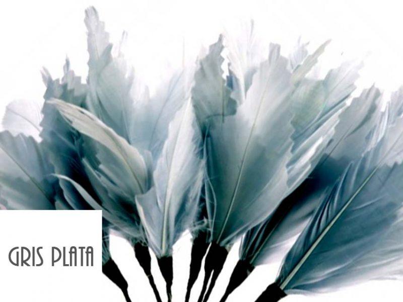 Diadema de plumas color gris plata