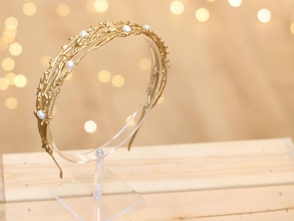 diadema dorada novia